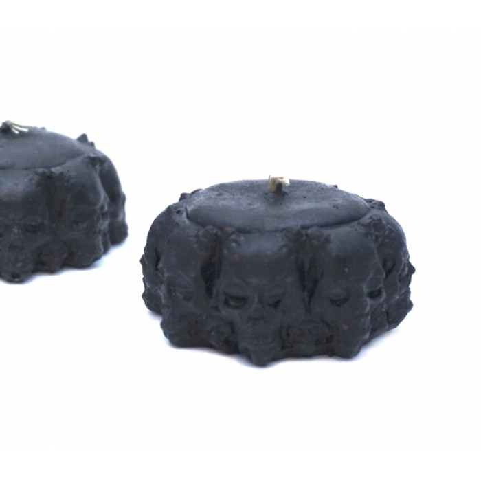 Candle wax Circle of skulls black